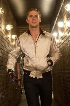 Los mejores momentos de Ryan Gosling en el cine, ¿quién puede resistírsele? En Drive, 2011.