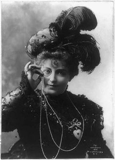 c1898 photo of actress Lillian Russell with a monacle - photo from the Library of Congress at http://www.loc.gov/pictures/item/2002697538/