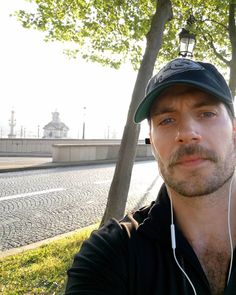 """53.8 mil Me gusta, 656 comentarios - Henry Cavill (@henrycavill) en Instagram: """"Paris totally took my breath away this morning while doing my Durrell Challenge training. Truly…"""""""