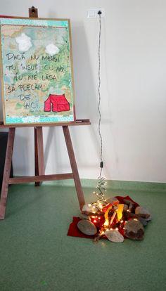 întrecoperți Classroom Decor, Mirror, Table, Furniture, Home Decor, Decoration Home, Room Decor, Mirrors, Tables