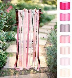 A Wy jak myślicie - krzesła bez, czy z pokrowcami na weselu, a może całkiem coś innego? Poczytajcie: http://www.slubmisja.pl/krzesla-ubrane-nie-tylko-w-biale-pokrowce/