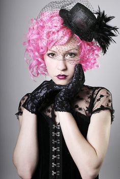 this actually kind of reminds me of a young Effie Trinket