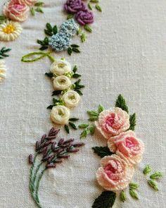Taiwan 王瓊怡 #broderie #ricamo #embroidery #bordado#handembroidery #needlework #hearts #love #rose#刺繡#手仕事のある暮らし#embroidery #花 #Embroidery#stitch#needlework #프랑스자수#일산프랑스자수#자수#자수브로치#자수타그램#자수소품 #자수브로치