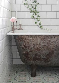 Old textures combined with clean new tiles can make the perfect bathroom design. This is an easy bathroom DIY that anyone can create in their home. House Bathroom, Vintage Bathroom, Home Remodeling, House Interior, Dream Bathroom, Bathroom Decor, Beautiful Bathrooms, Bathroom Inspiration, Tile Bathroom