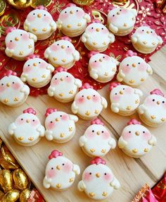 Rooster macarons by @mellyeatsworld.