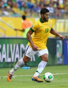 Un gran talento de Brasil,Givanildo Vieira de Souza más conocido como Hulk. Juega como delantero centro o extremo y sus medidas son simplemente perfectas.