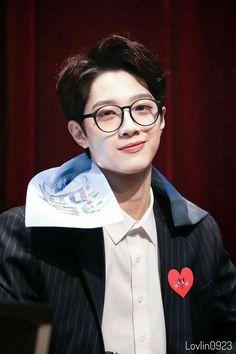 Wanna One Lai Guanlin Jinyoung, K Pop, Rapper, Guan Lin, Lai Guanlin, Lee Daehwi, Ong Seongwoo, Kim Jaehwan, Ha Sungwoon