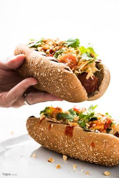 These Thai Style Hot Dogs are a fantastic twist on an American classic - topped with a cool papaya salad, crunchy peanuts, and spicy Sriracha. Dog Recipes, Sausage Recipes, Asian Recipes, Cooking Recipes, Thai Recipes, Gourmet Hot Dogs, Beef Hot Dogs, Burger Dogs, Good Food