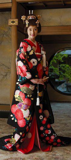 Japan | Model wearing 'Bong on priase' Kimono | © Denyu