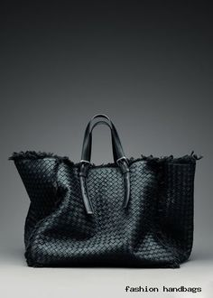 Love this leather canvas Bottega Veneta Beautiful Handbags, Beautiful Bags, Tote Handbags, Purses And Handbags, Sacs Tote Bags, Mode Lookbook, Sac Week End, Best Bags, My Bags