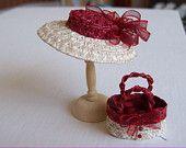 Hecho a mano 1/12 miniatura dollshouse rojo / marfil sombrero de paja y bolsa