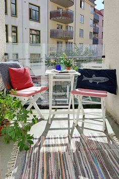 balcony balcon on pinterest balconies small balconies and balcony ideas. Black Bedroom Furniture Sets. Home Design Ideas