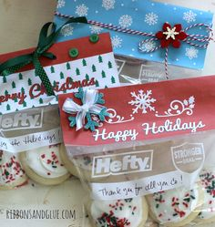 Printable Holiday Treat Bag Toppers from Hefty. Fill bags with treats, print off holiday topper then adhere on to bags.Quick and easy Holiday gift idea. Christmas Treat Bags, Christmas Ribbon, All Things Christmas, Christmas Holidays, Holiday Treats, Holiday Gifts, Christmas Gifts, Holiday Cookies, Homemade Christmas