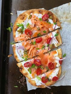 Naan Breakfast Flatbread with Smoked Salmon – The Cutting Veg Gourmet Recipes, Cooking Recipes, Healthy Recipes, Slow Cooking, Smoked Salmon Breakfast, Smoked Salmon Pizza, Smoked Salmon Appetizer, Smoked Salmon Recipes, Brunch