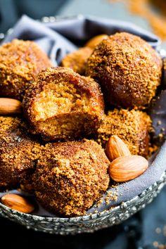 No Bake Pumpkin Pie Balls | A gluten free and vegan snack or dessert recipe for pumpkin spiced energy bites made of almond flour and oat flour.