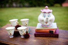 2-la-belle-et-la-bête-dessin-animé-de-disney-décoration-idées-intérieur-dans-le-jardin