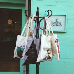 Tote bags ilustradas @paulabonet @vittoriadrago
