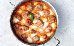 gehaktballen in tomatensaus met mozzarella