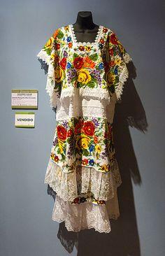 22272a32b2 Centro de Textiles del Mundo Maya 3 Vestidos Mexicanos Tradicionales