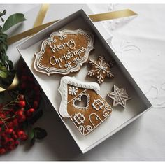 Small Classic Gingerbread Christmas Gift Box (615 DOP) ❤ liked on Polyvore featuring home, home decor, holiday decorations and star home decor