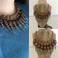No te pierdas este artículo de mi tienda de #etsy: Joyería de madera de 3 piezas./ Wood jewelry set Bead Loom Bracelets, Beaded Necklaces, Loom Beading, Afro, Jewellery, Beads, Etsy, Fashion, Mars