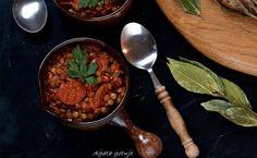 Soczewica z chorizo w sosie pomidorowym – Kobieta Wszechjedząca