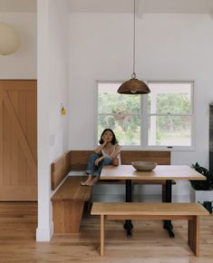 Check out this significant pic in order to look over the here and now critical information on Minimalist Home Decor Banquette Seating In Kitchen, Kitchen Benches, Dining Nook, Dining Room Design, Dining Room Table, Built In Dining Room Seating, Kitchen Booths, Kitchen Nook, Mesa Exterior
