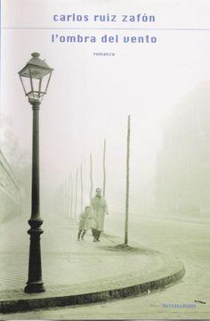 Carlos Ruiz Zafòn - L'ombra del vento. L'ho scoperto da poco, scrive benissimo e ti porta in atmosfere ormai dimenticate. La storia carina, c'è tutto: giallo, noir, romanticismo...molto bello.