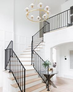 Staircase Remodel, Staircase Railings, Staircase Ideas, Grand Staircase, Staircases, Entryway Ideas, Modern Stair Railing, Banisters, Chandelier Staircase