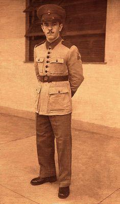 Carlos Gonçalves Mafra, 1941.  Cerimônia com traje de gala da Brigada de Artilharia do Regimento de Infantaria do 5RM de Curitiba - Soldado Mafra [Carlos Gonçalves Mafra] - Família Mafra