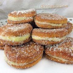 Para una bandeja de galletas fritas: 1 paquete de galletas redondas hojaldradas (si no son hojaldradas no quedarán esponjosas) - 1 sobre de flan de vainilla - medio litro de leche - 2 huevos – ... Biscotti, Doughnut, Bread Recipes, Cupcakes, Food Porn, Yummy Food, Sweets, Cookies, Baking