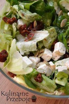 Sałatka z fetą i suszonymi pomidorami – lekka i pyszna sałatka – na śniadanie, do obiadu, na kolację, do grilla, czy w pudełko do pracy – po prostu na każdą okazję :) Sałatka z fetą i suszonymi pomidorami – Składniki: pół główki sałaty lodowej (ok. 175g) 2 duże garści roszponki (ok. 50g) 10 kawałków suszonych […] Salad Recipes, Diet Recipes, Healthy Recipes, Feta, Greens Recipe, My Favorite Food, Italian Recipes, Food Inspiration, Good Food