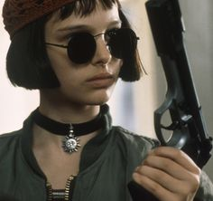 Leon the Professional Mathilda sun choker Back by popular demand this Rad necklace! Seen on baby Natalie Portman in Leon The Professional! NOT BRANDY Brandy Melville Jewelry Necklaces Natalie Portman Leon, Natalie Portman Mathilda, Whitney Houston, Mathilda Lando, 1990 Style, Nathalie Portman, Cooler Stil, Luc Besson, Jean Reno