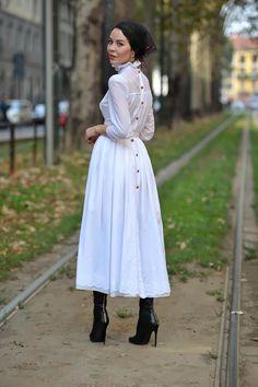 Ulyana in Milan wearing Ulyana Sergeenko cotton dress. The dress is available at Ulyana Sergeenko Moscow showroom photo: thestreetmuse. Modest Fashion, Hijab Fashion, Fashion Outfits, Womens Fashion, Modell Street-style, Hijab Stile, Ulyana Sergeenko, Outfits Damen, Modest Wear