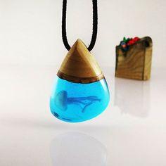 Trapped mini Jellyfish Info / Sipariş DM #jellyfish #handmade #handmadejewelry #handcrafted #polymerclayart #polymerclay #miniature #resinart #resin #art #design #woodandresin #wood #bohochic #bohemianstyle #nature #ocean #oneofakind #giftideas #hediye #ahşap #reçine #elyapimi #elemeği #tasarım