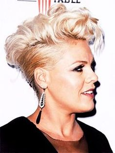 nk Fan Page — aleciamoores: P!nk at the No Kid Hungry event. Pixie Hairstyles, Short Hairstyles For Women, Cute Hairstyles, Wedding Hairstyles, Blonde Singer, Singer Pink, Pink Haircut, Tapered Haircut, Hair Goals