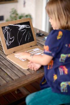 Estéfi Machado: Laptop de papelão