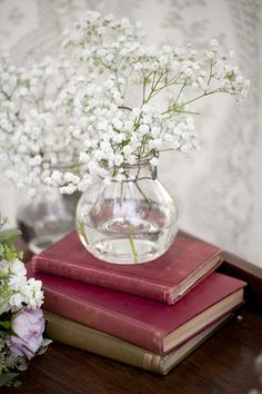 Baby's Breath is a beautiful addition to any bouquet or table arrangement. It's so soft and elegant. Looks great alone in an arrangement.