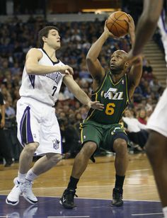 e2a85a68f3ad Last-second floater gives Jazz 103-102 win over Kings