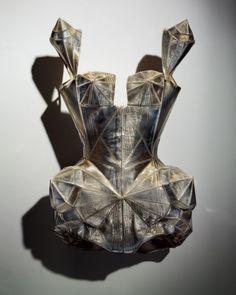 """Emil Larsson, Kylie Minogue corset, 2009 – """"Barbarella"""" bodysuit. Corset-bodysuit en lame plastifié, épaules cabochon et seins diamantes et hanches facetées. Porté par Kylie Minogue pour le Kylie X Tour, 2009 © Emil Larsson, 2014."""