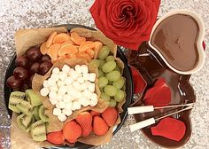 Праздничный ужин на двоих с вином и шоколадным фондю