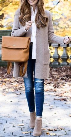 #winter #fashion / Camel Leather Tote Bag / Grey Coat / White Shirt / Ripped Skinny Jeans / Grey Suede Boots