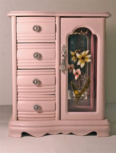 Vintage jewelry boxes on pinterest jewelry box painted for Old jewelry box makeover
