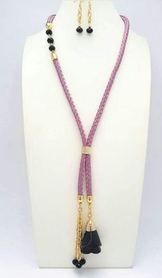 Diy Jewelry, Beaded Jewelry, Jewelry Necklaces, Jewelry Making, Handmade Necklaces, Handmade Jewelry, Diy Bead Embroidery, Heart Pendants, Beaded Tassel Necklace