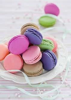 Find images and videos about food, sweet and yummy on We Heart It - the app to get lost in what you love. Macaron Cookies, Cake Cookies, Patisserie Fine, French Macaroons, Macaroon Recipes, Food Wallpaper, Cute Desserts, Cute Food, Sweet Treats