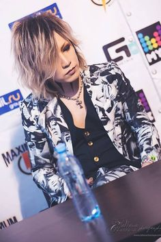 Takanori Matsumoto (Ruki, the GazettE) Ruki-san!!! Looking good!!! I love his hair!!! ♡ω♡ (*^。^*)
