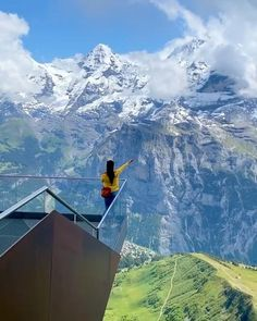 Amazing Places On Earth, Beautiful Places To Travel, Vacation Places, Dream Vacations, Switzerland Places To Visit, Switzerland Trip, Swiss Switzerland, Fun Places To Go, Virtual Travel