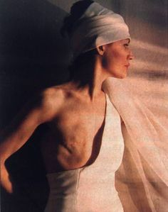 I saw this photo on the news this morning. When it came out in the '90s it recieved incredibly harsh feedback. It is beautifula nd brings a strong voice to the fight against breast cancer. The photography of Joanne Matuschka, displaying her body after a mastectomy
