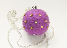 la collana, color lilia.