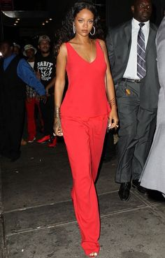 Oh, God - Riri, That's a super color that looks great for you ...Love it and love you in any colot ...